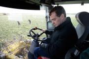 Медведев вспахал АПК