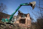 Банки начали сносить жилье должников