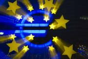 Евро держится на надеждах