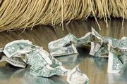 Разъяренный рубль порвал евро и доллар