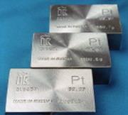 Впервые с прошлого века платина стоит меньше золота