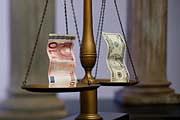 Доллар вновь подскочил, рубль стабилен