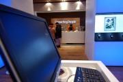 Кризис гонит Microsoft в розницу
