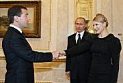 Медведев хочет получить аккредитив