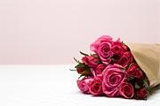 Уж кризис наступил, завяли розы...