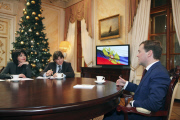 Медведев: работодатели должны вести себя по закону