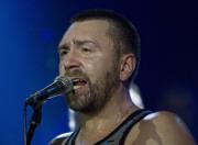 Шнуров поддержит рубль песнями с матом