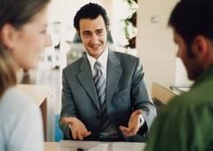 Кто в профессиональных целях чаще всех приукрашивает или искажает информацию о себе