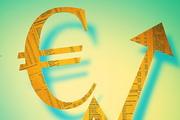 Доллар снизился, евро подрос