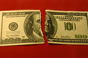 Доллар упал, евро взлетел