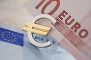 Евро вышел в плюс