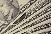Доллар штурмует минимумы
