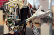 Роботы выгнали людей из промышленности и уже вторглись в сферу услуг (копипаст)